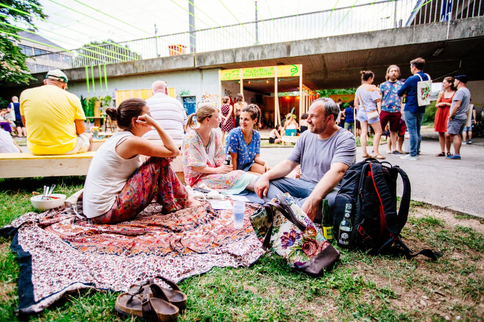 Sonntag Eröffnung Copyright Alexander Münch Haltestelle Fortschritt3